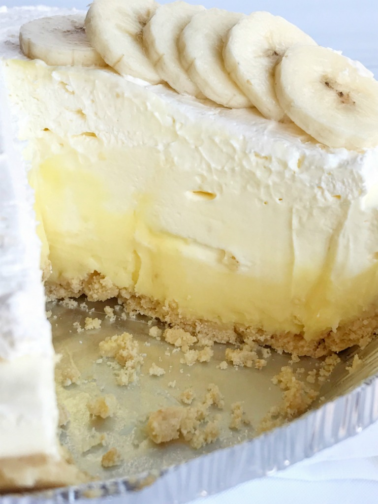 {no bake, creamy} Triple Layer Banana Pudding Cheesecake Pie